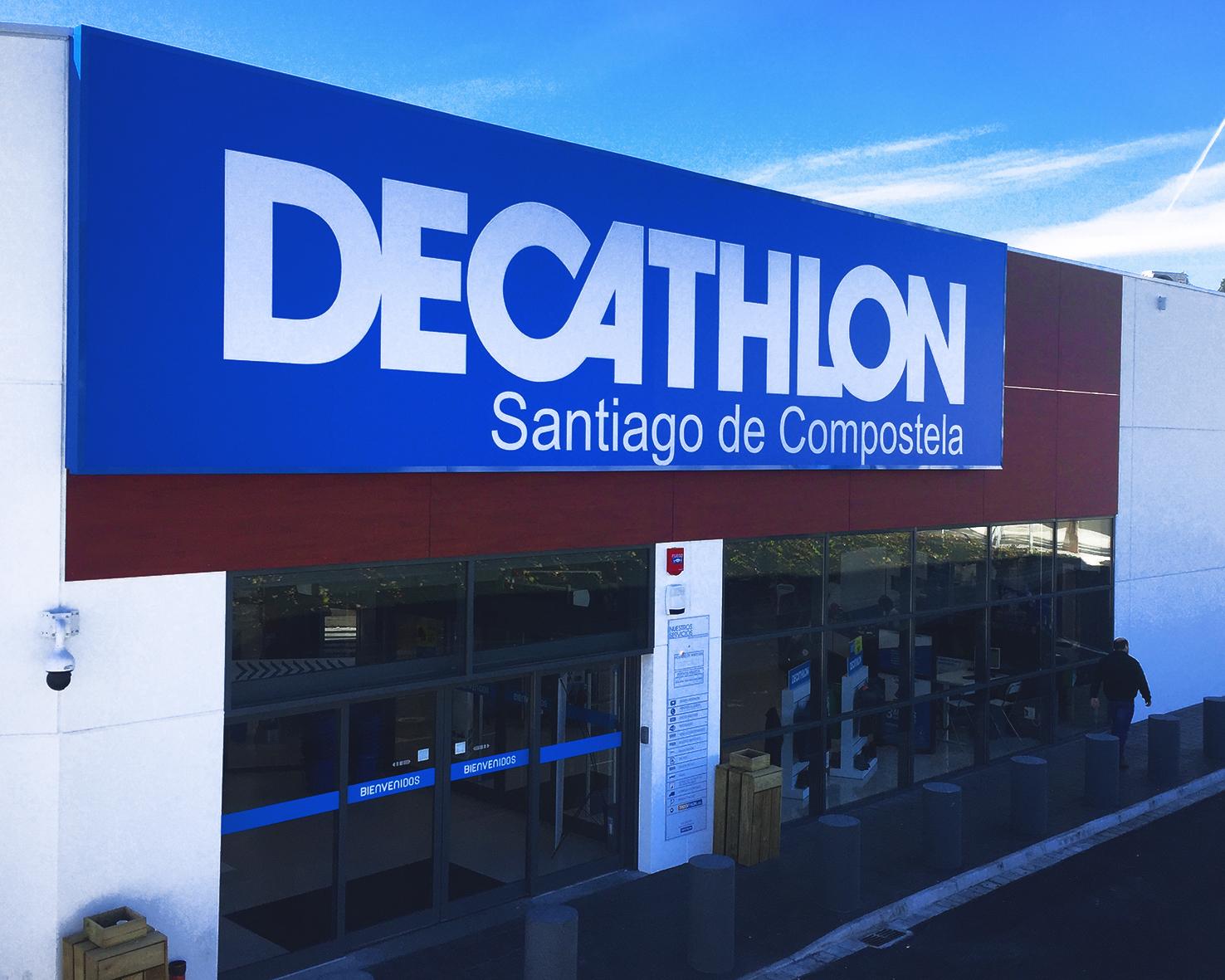 Fachada principal Decathlon Santiago